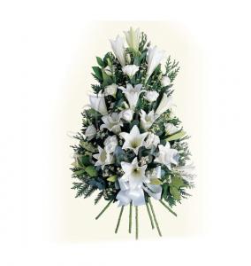 Siamo in grado di provvedere agli addobbi floreali per la chiesa, la camera ardente, l'auto funebre o l'abitazione della famiglia colpita da lutto, offrendo un allestimento completo, elegante e decoroso.